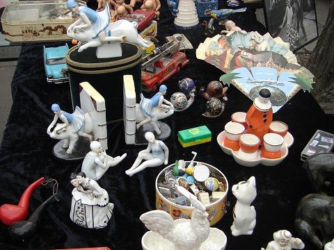 磁器の人形コレクションの写真画像@パリ・ヴァンヴ蚤の市