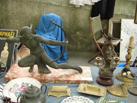 パリ・ヴァンヴ蚤の市ブロンズ像
