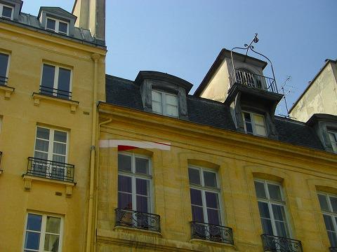 アパートてっぺんの吊るしフック