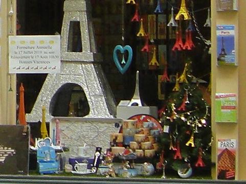 エッフェル塔のクリスマスツリー@colomberieパリ